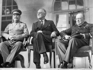 И.В. Сталин, Ф.Д. Рузвельт У. Черчилль в Тегеране</b> (28 ноября - 1 декабря 1943 г)